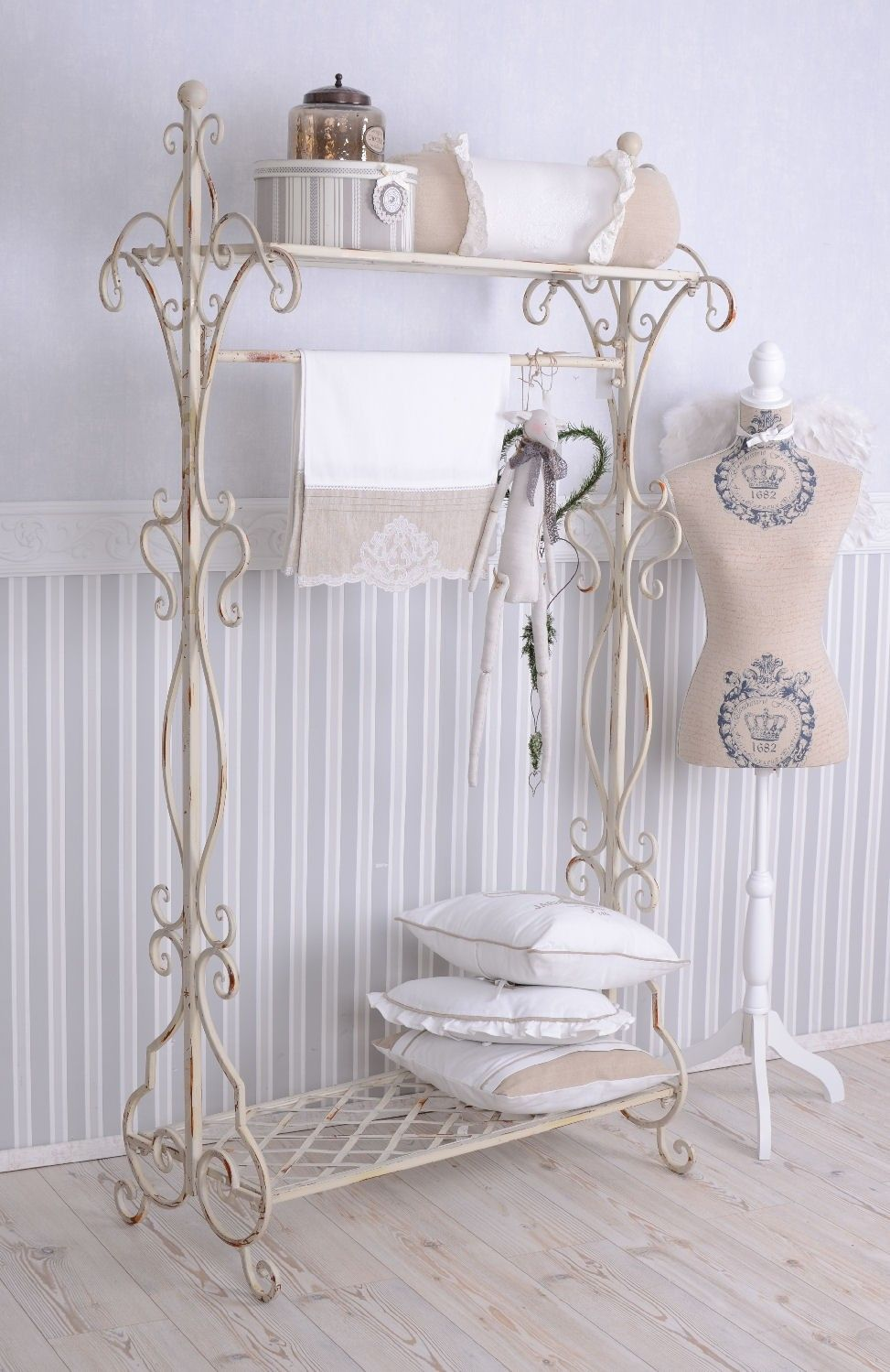 nostalgie garderobe shabby chic garderobenst nder weiss metallst nder bath bedding and. Black Bedroom Furniture Sets. Home Design Ideas