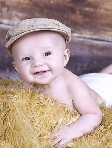 0e9f34b679d1b 5 month old little boy photo session