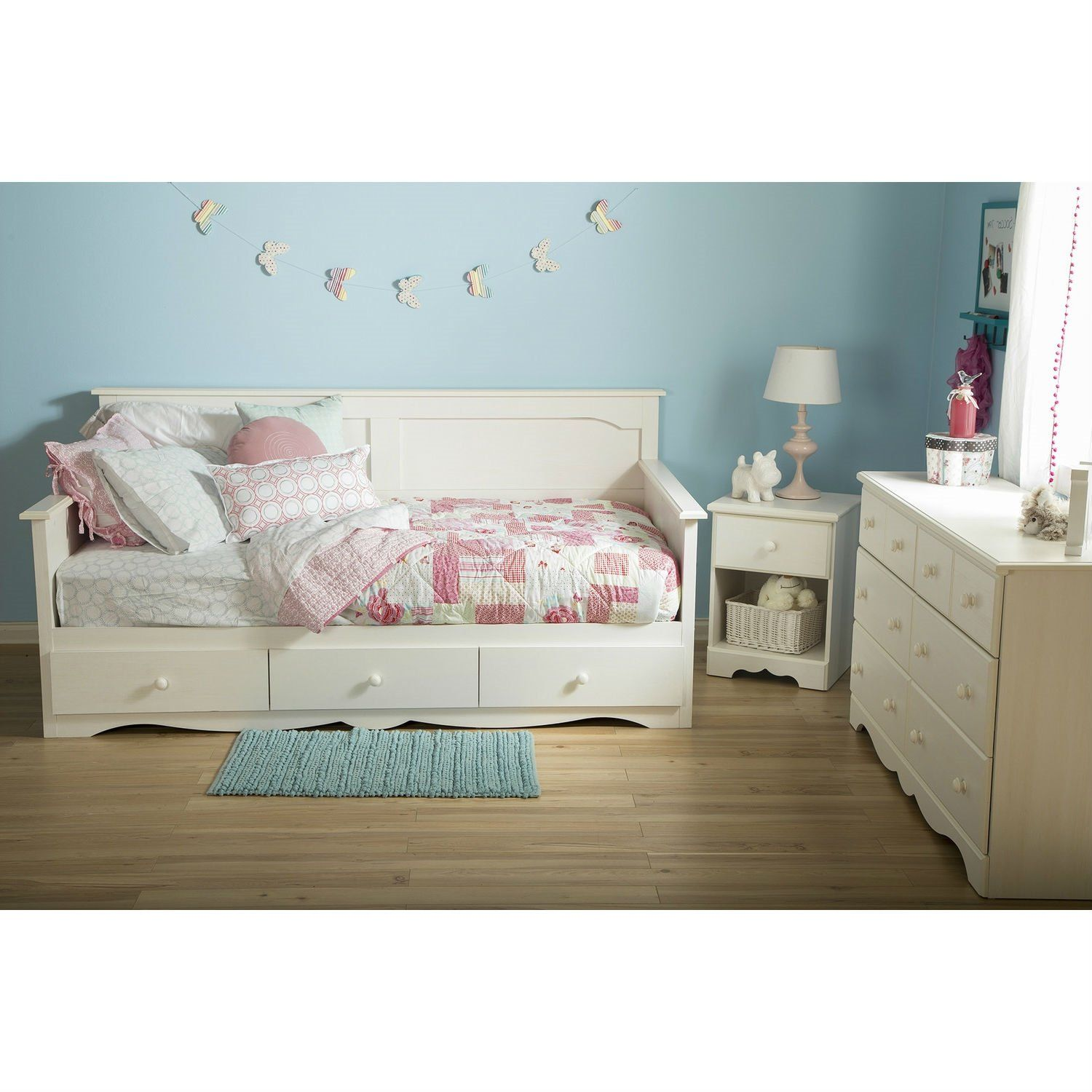 This Twin size Country Style White Wood Daybed with 3