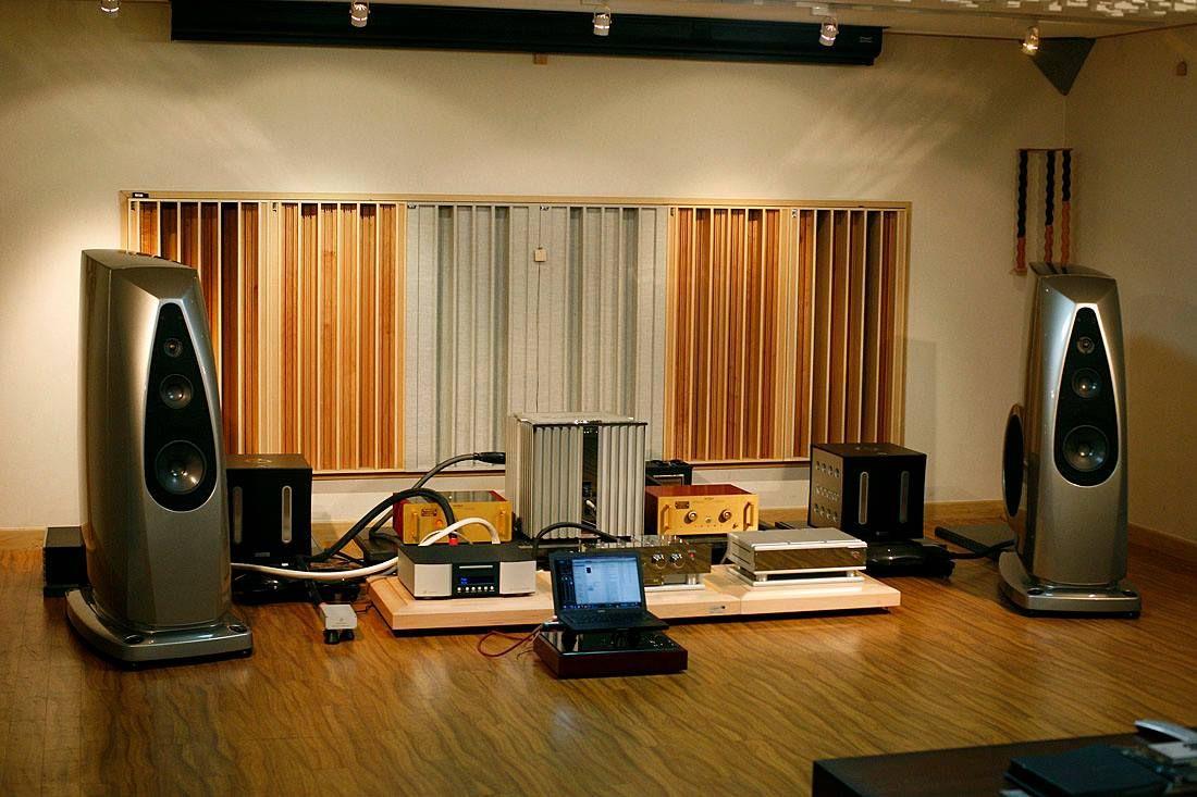 ROCKPORT TECHNOLOGIES Altaïr speakers driven by BURMESTER and DARTZEEL electronics.