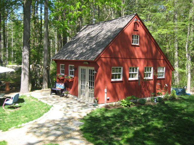 Our 20 X 24 Carriage House With A 10 12 Roof Pitch Www Countrycarpenters Com New England Cottage Saltbox Houses Newport Cottages