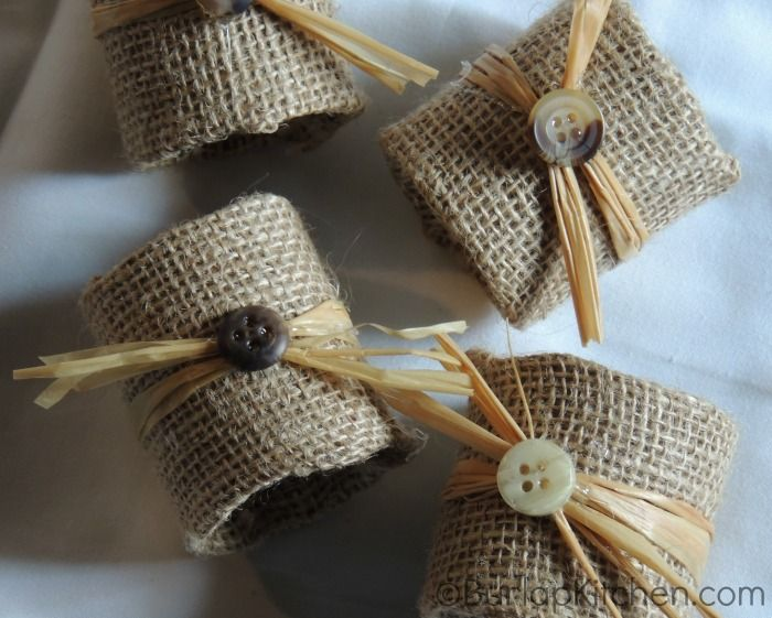 Diy napkin rings made out of burlap and toilet paper rolls! making