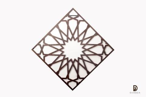 تابلوه إسلامي خشب لعشاق الفن الإسلامي العريق وما أجمل هذا الفني العريق عندما يكون جزء من منزلك بالتأكيد سيضيف لغرفتك الأناقة والرقي يمكنك أن تضعيه على جد Wood