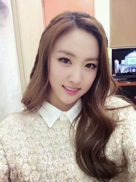 Top 50 Pretty Kpop Idols Part 1 Kpop Idol Kpop Girls Pretty