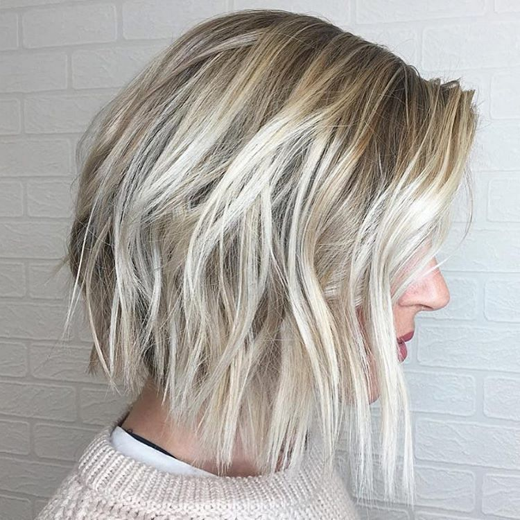Winter is coming. ❄️ Passend dazu wollen wir Euch diesen wunderbaren, eisblonden Bob von Cristina Morales @hairbycm präsentieren – entstanden mit Olaplex natürlich!