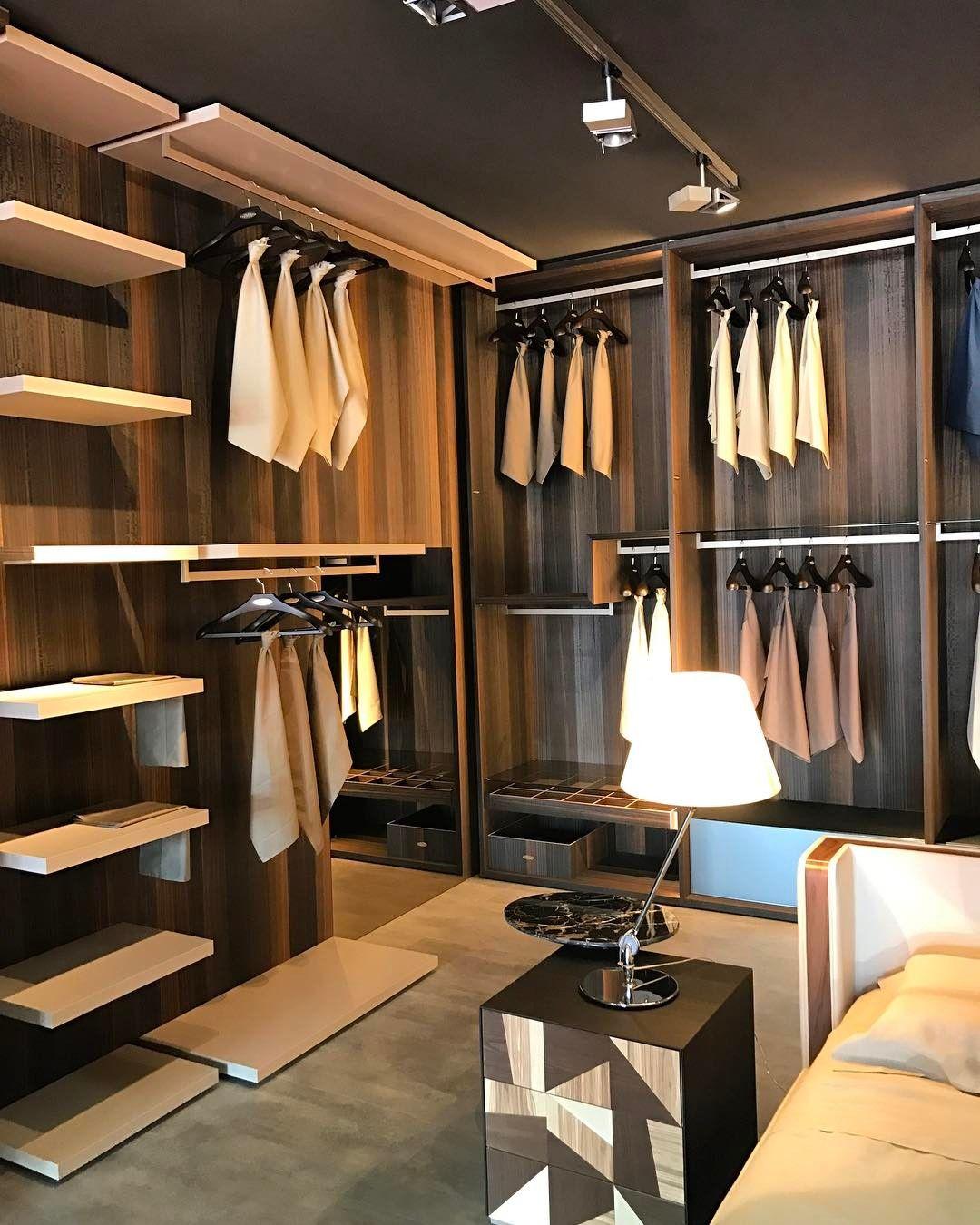 Um closet muito italiano. Minimalismo e muita