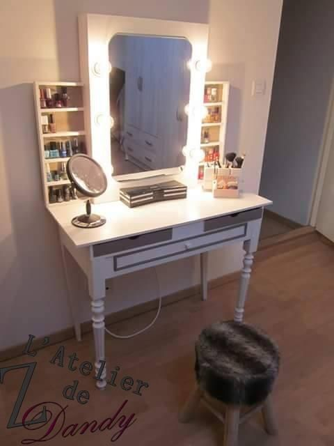 diy pour une coiffeuse de star avec miroir lumineux vernitheque et casiers de rangement. Black Bedroom Furniture Sets. Home Design Ideas