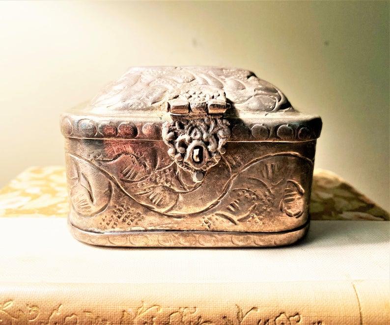 Etched Silver Lovers Box Vintage Trinket Box Footed Box Engraved Box Silver Trinket Box Small Silver Box Jewellery Box Ornate Box