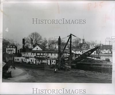 1958-Press-Photo-dredge-of-Army-Corps-of-Engineer-at-work-in-Kenosha