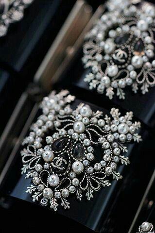 Chanel. . . S7of9 | Coco | Pinterest | Perlen sticken, Schmuck und Mode