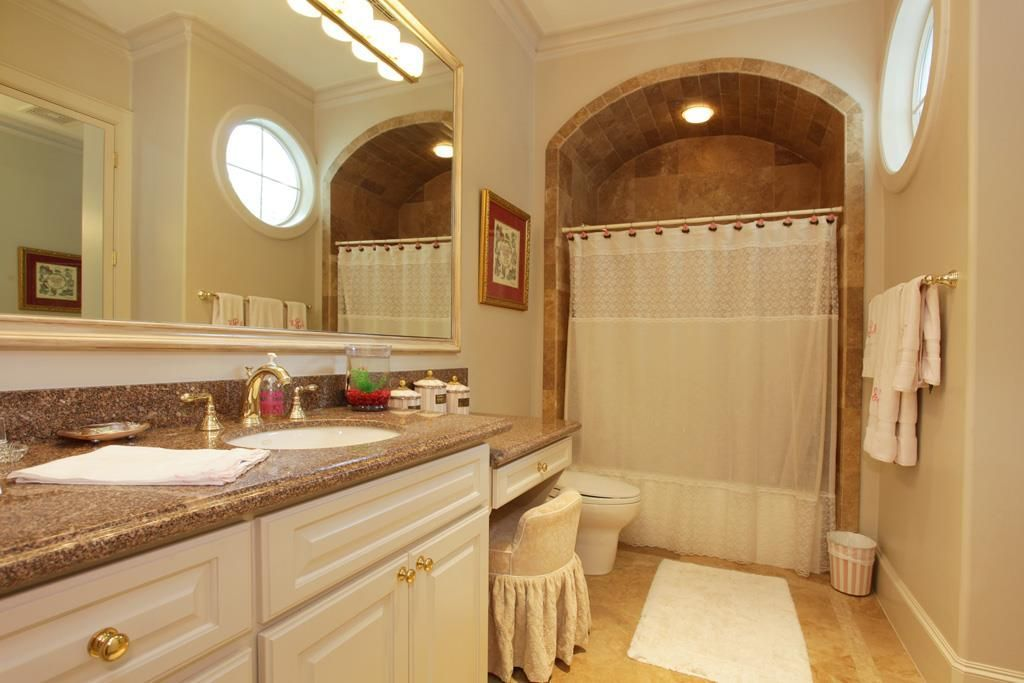 View 29 photos of this $3,400,000, 6 bed, 9.0 bath, 8585 sqft single family home located at 5492 Tilbury Dr, Houston, TX 77056 built in 2002. MLS # 69555474.
