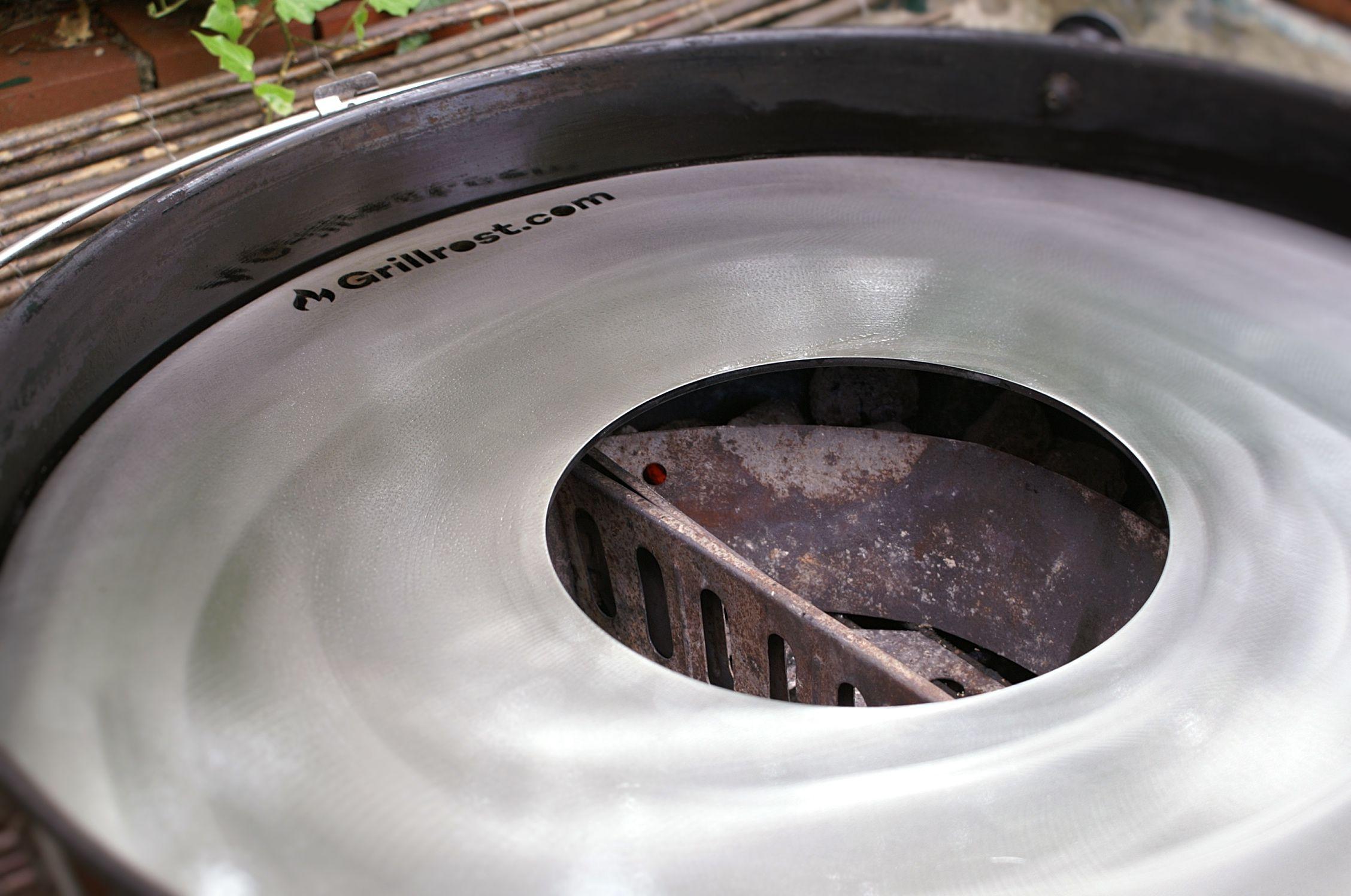 Weber Holzkohlegrill Einbrennen : Feuerplatte einbrennen die anleitung so wird es gemacht