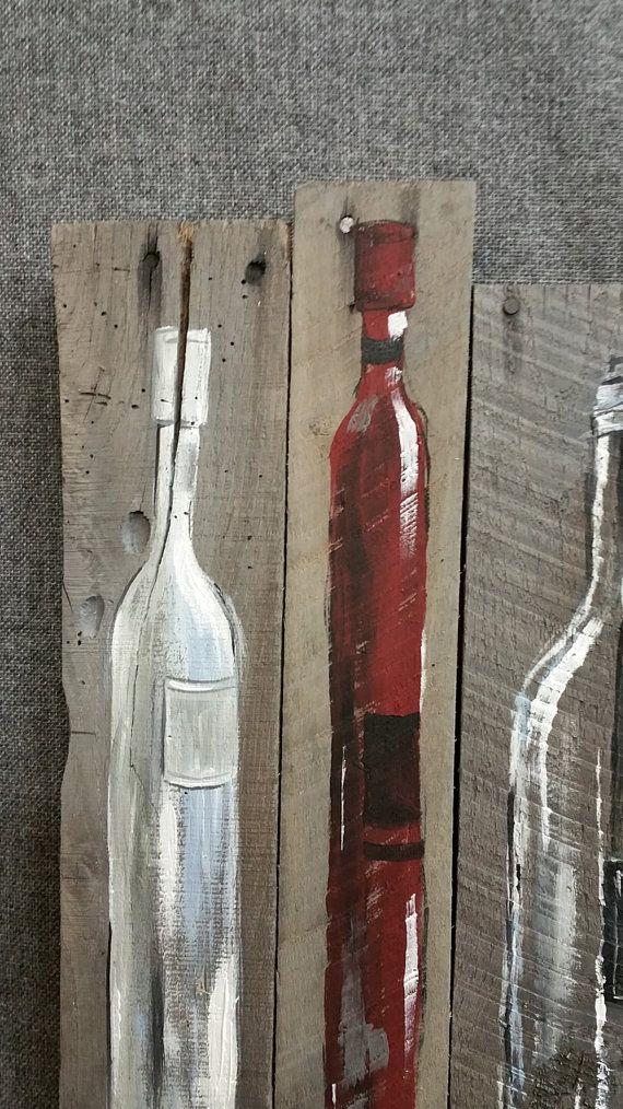 Vin bouteille peinture palette art décoration murale, rouge et vin blanc, récupéré des bouteilles de vin bois, en difficulté, fait main, peint à la main, cadeau  Original peinture à lacrylique sur bois de palettes récupéré qui est teinté gris avec une teinture à base deau.  Cette pièce unique est 15 1/2 po x 19 po.  Donner votre espace cuisine ou bar une touche des personnelle, shabby chic avec cette oeuvre rustique.  Il sagit de la seule et unique ORIGINAL à vendre. Parce que lapparence...