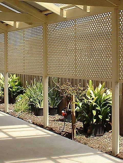 10 cheap but creative ideas for your garden 2 lattice for Cheap patio privacy ideas