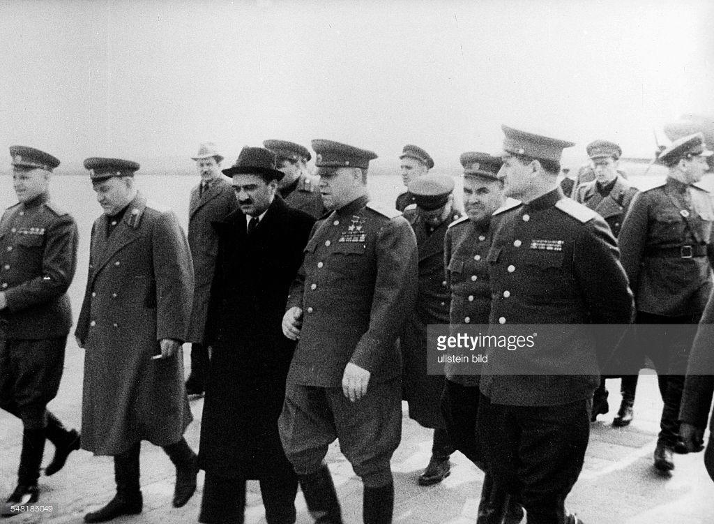 Ankunft der sowjetischen Delegation auf dem Flughafen