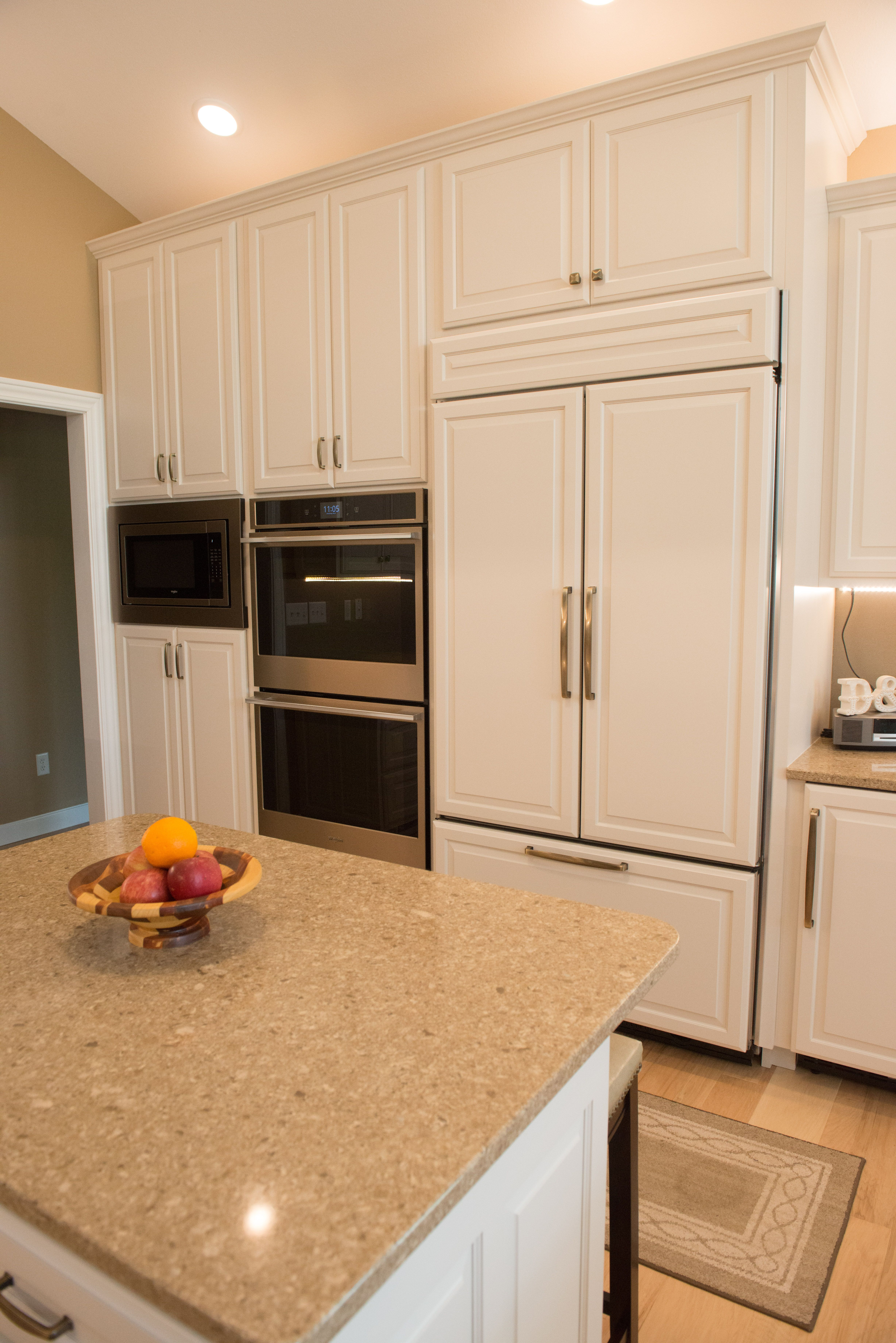 Best Sherwin William S Eider White Painted Cabinets In A Raised 400 x 300