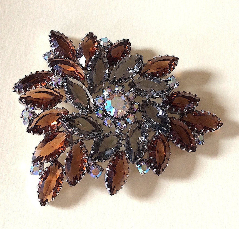 vintage brooch!! Large Juliana D&E style pin
