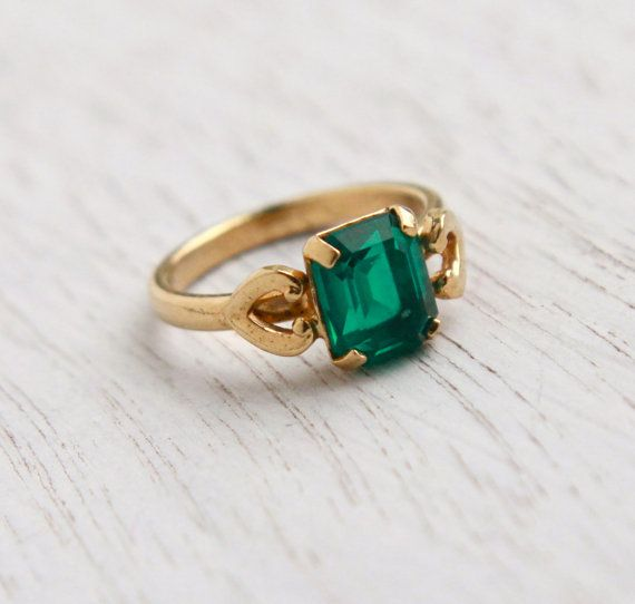 Well-known Vintage Emerald Green Glass Stone Ring - 1950s 18K H.G.E Signed  CL16