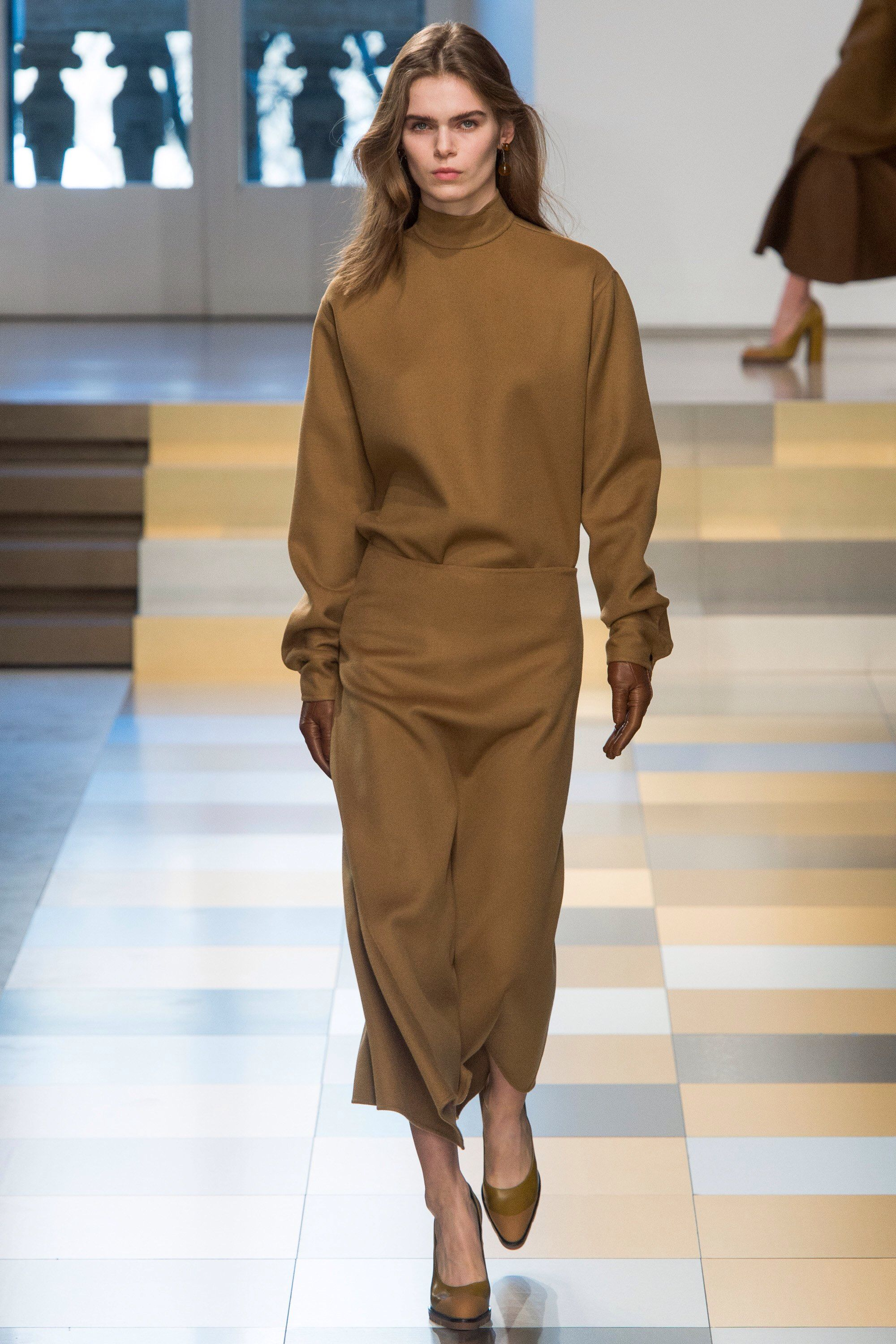 ... Jil Sander Collections Fall Winter the fashion accessories and outfits  seen on Milano runaways. Fashion 2017, Runway Fashion, Fashion Trends, ... a1d928a82a58