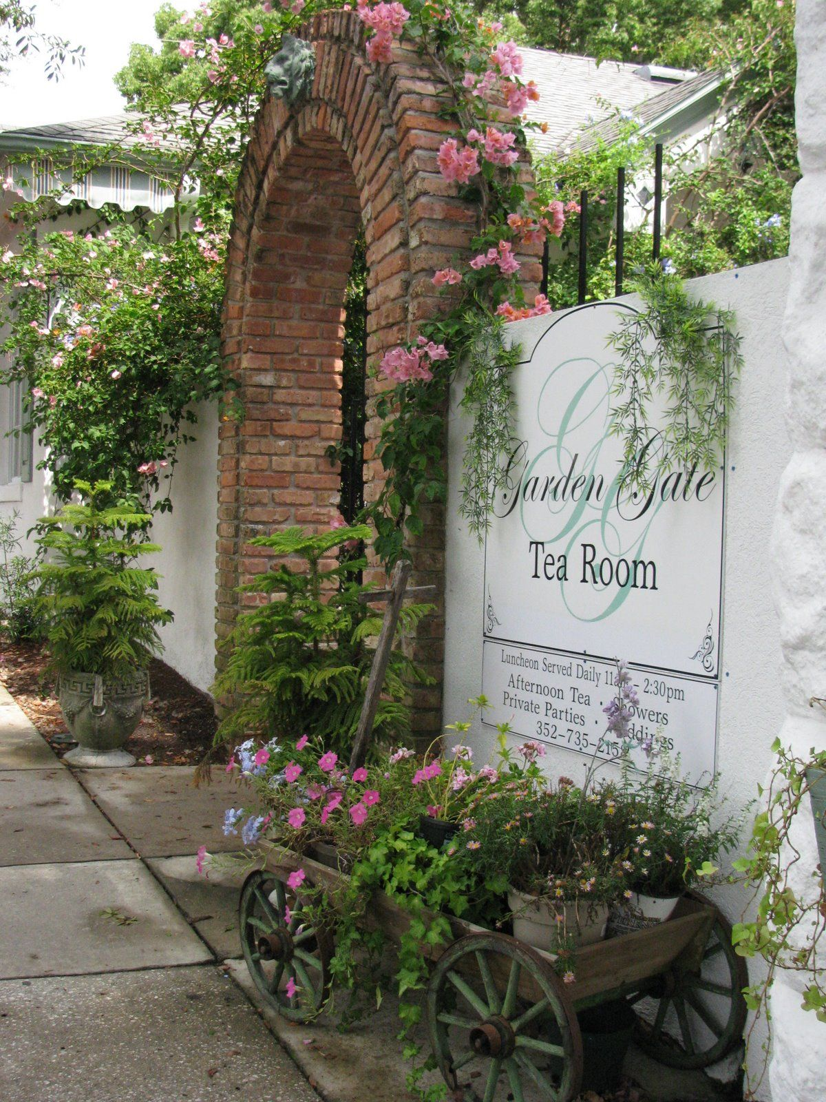 Garden Gate Tea Room 142 East 4th Avenue Mount Dora Florida