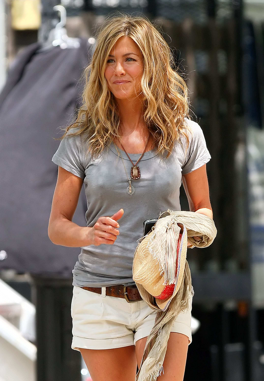 Jennifer Aniston   Crazy hair, Jennifer aniston and Cleaning