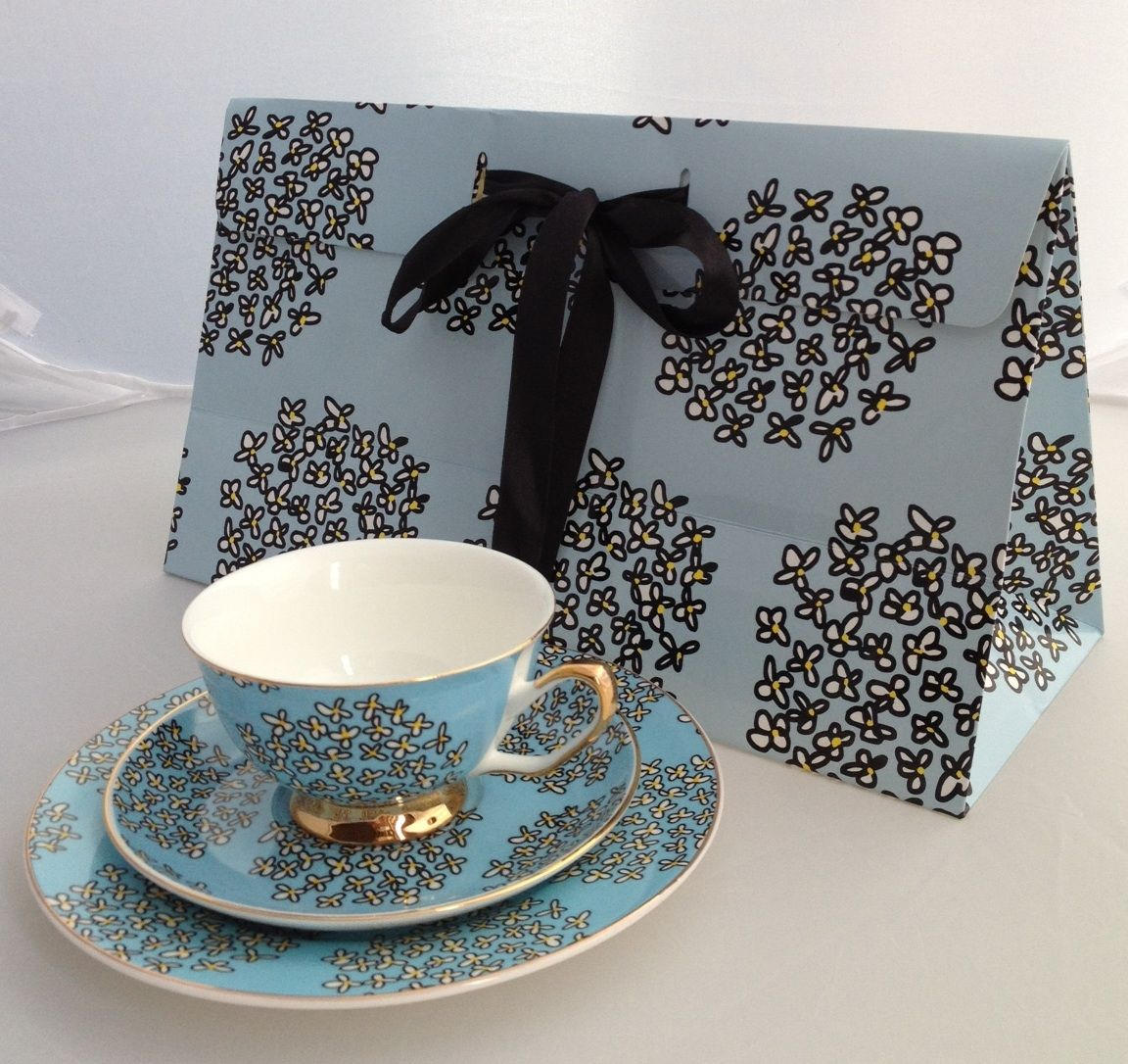 Flower Spots gift set teacup saucer cake plate \u0026 ribbon gift bag. : cake plate with ribbon - pezcame.com