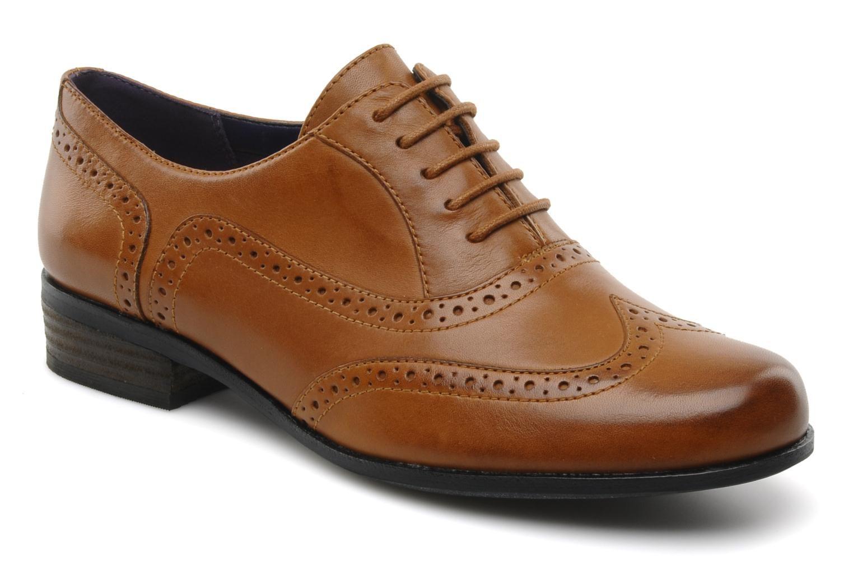 Black lace dress red shoes  Hamble oak by Clarks Black  Sarenza UK  Your Laceup shoes