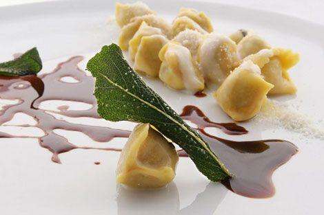"The famous AGNOLOTTI DI LIDIA ""Agnolotti del plin"" (fresh pasta filled with meat, traditional food of Piemonte) by Ugo Alciati, chef ""Guido"" restaurant - Pollenzo (Cuneo) - Italy"