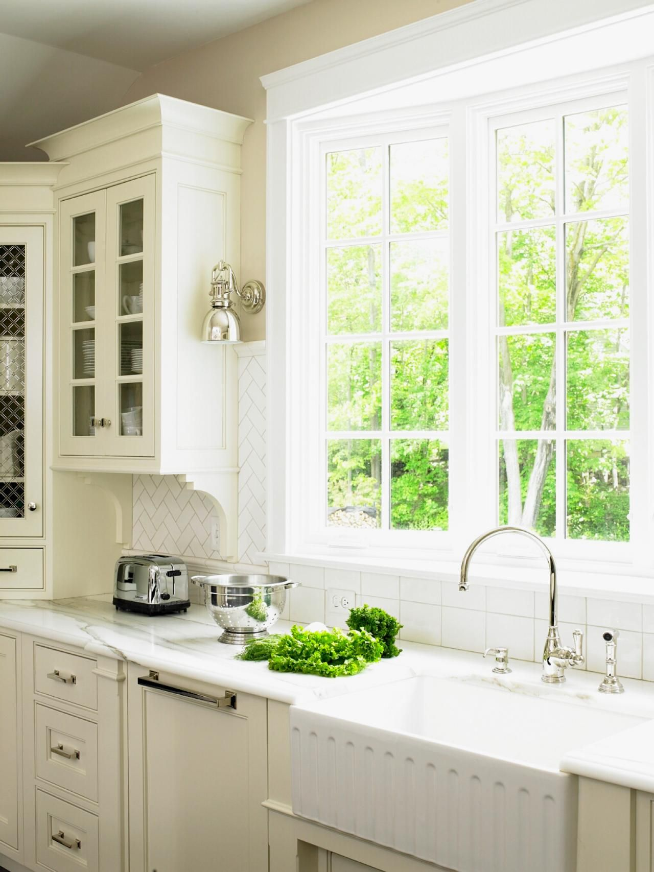 Kitchen Window Pictures: The Best Options, Styles