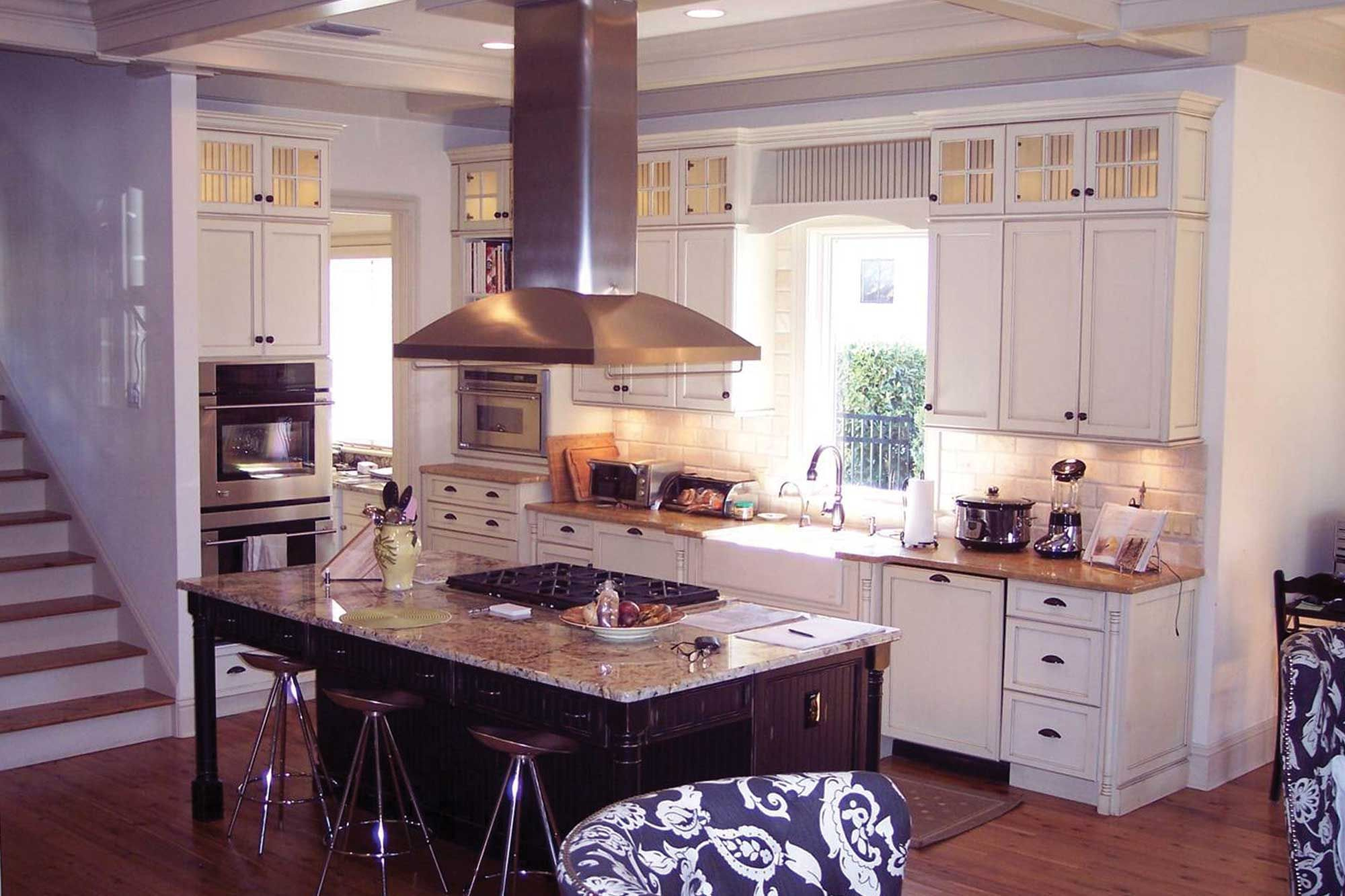 Executive Cabinetry Custom Eco Friendly Cabinets Kitchen Bath Office Executive Cabinetry Crafted Kitchen Bath A Kitchen Kitchen Cabinets Cabinetry
