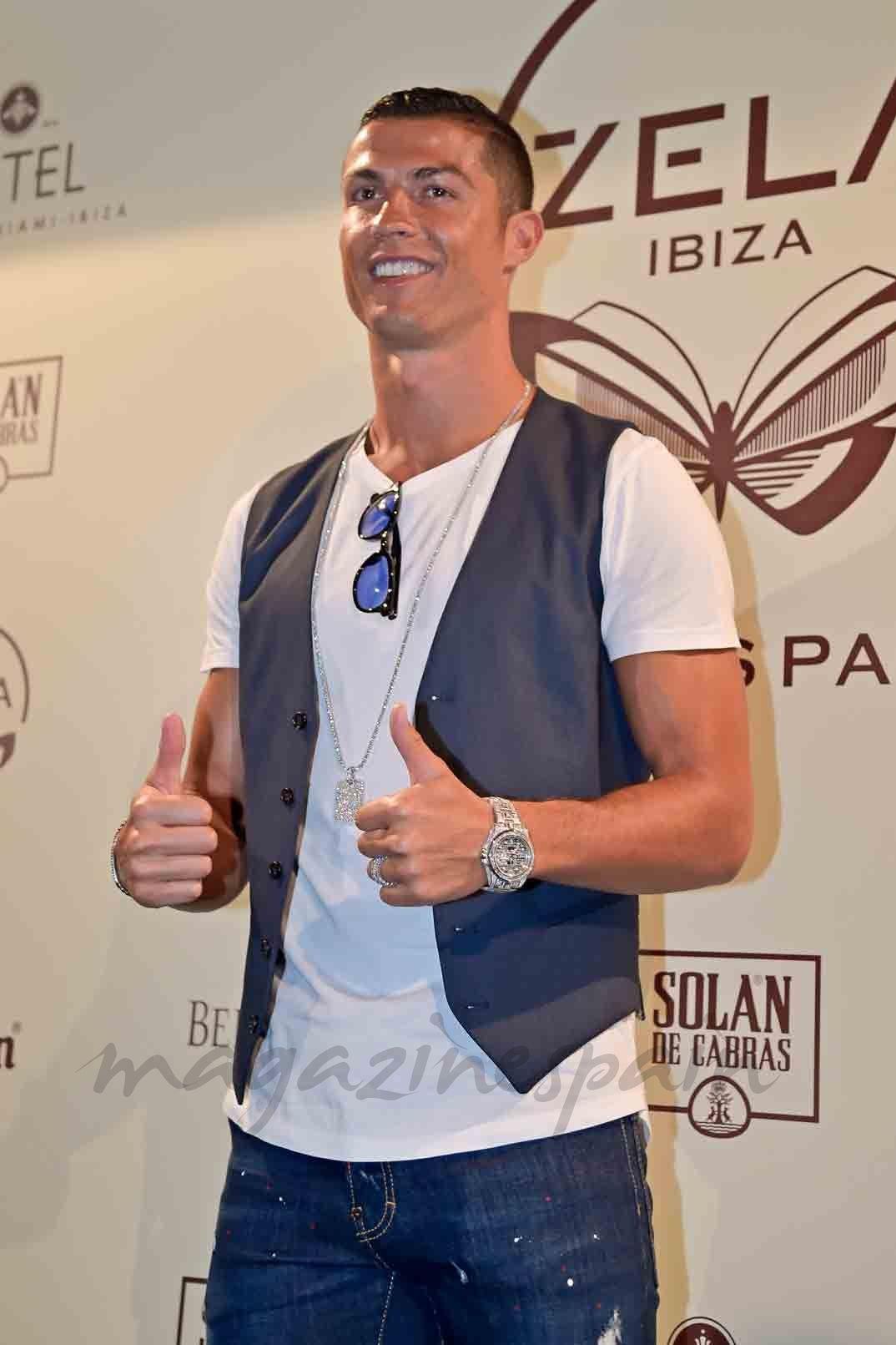 Cristiano Ronaldo Confirma En Ibiza El Embarazo De Georgina  # Muebles Georgina