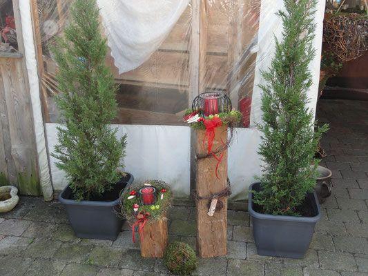 Dekorierte alte holbalken in verschiedenen gr en und for Gartendeko holzbalken