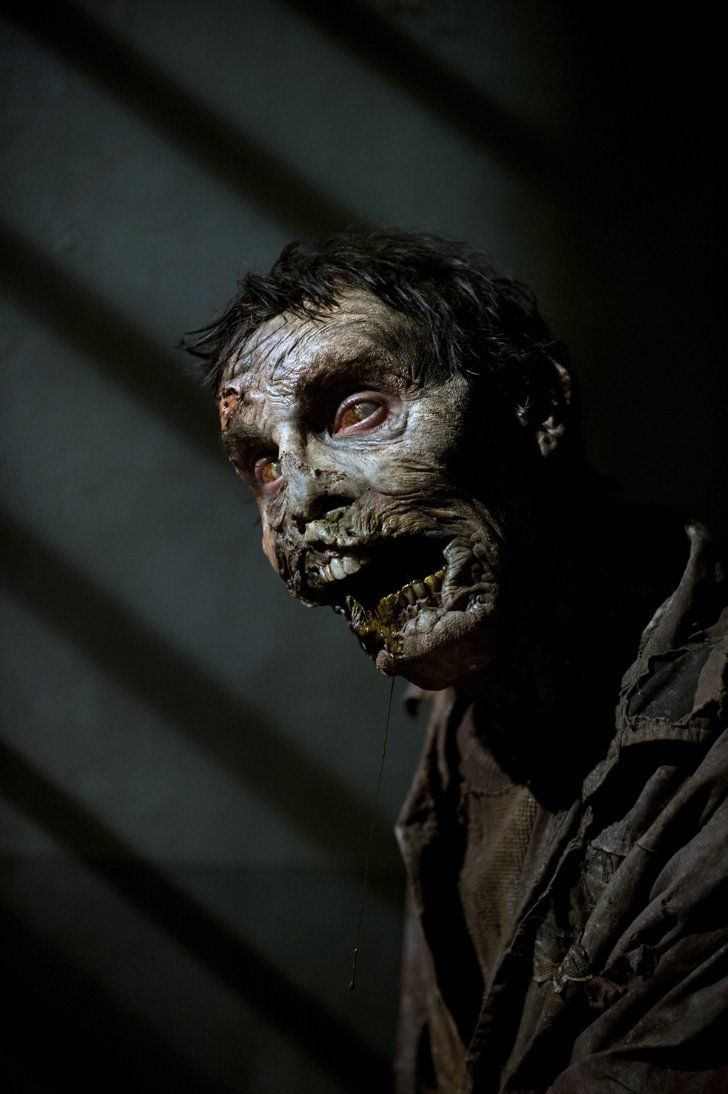 "Pin for Later: What the Walkers on The Walking Dead Are Actually Thinking ""U up?"""