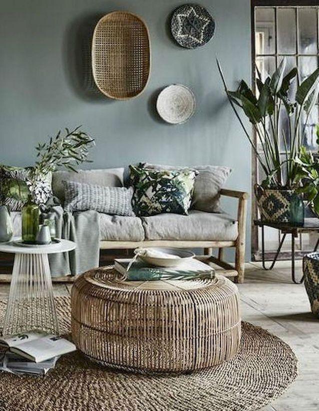 Mélange de matériaux et de coloris dans ce salon à l'allure tropicale