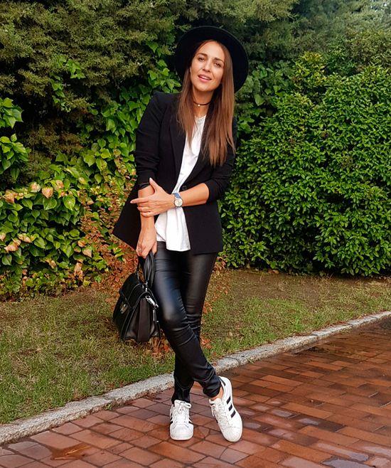 UN BÁSICO ATEMPORAL | Pantalon de cuero mujer, Pantalones de cuero negros, Ropa