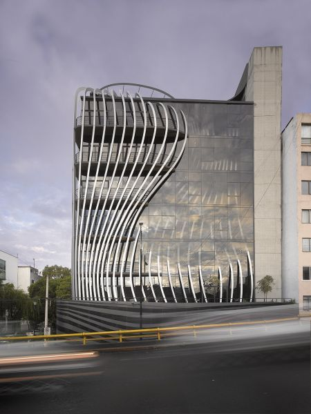 Threads - Exterior - Triangular aluminum fins undulate in and out of the building's façade in a striking manner.