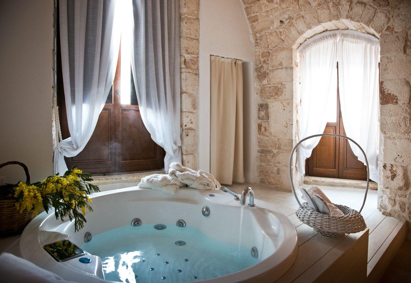Cerchi idee per un weekend romantico? Niente di meglio che una suite ...