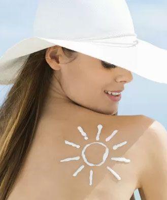Pele oleosa, vermelhidão... Solucione os principais problemas de beleza que surgem no calor