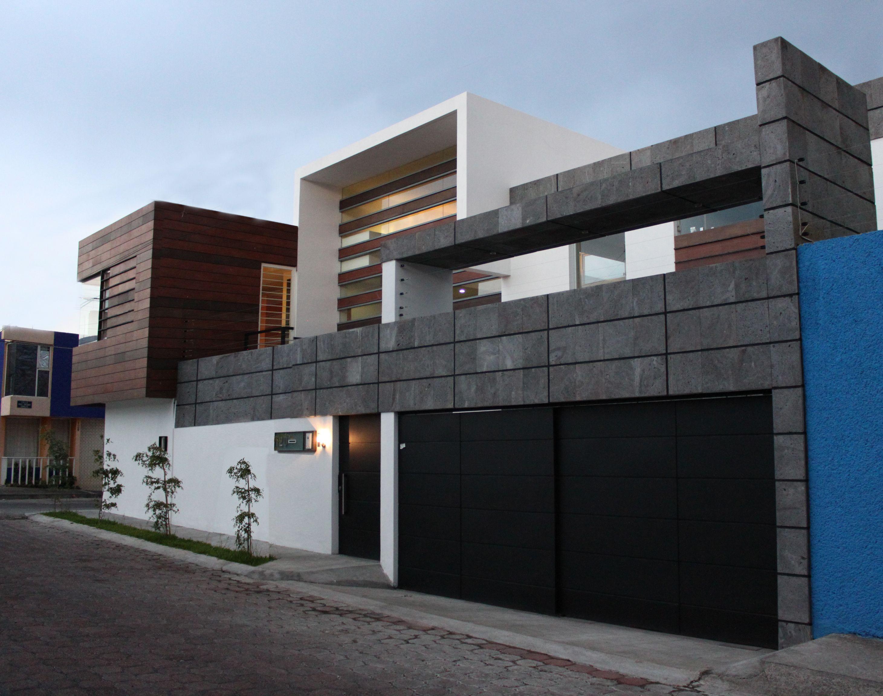 Fachada madera piedra recinto arquimia arquitecto en guadalajara casa s j - Materiales para fachadas de casas ...
