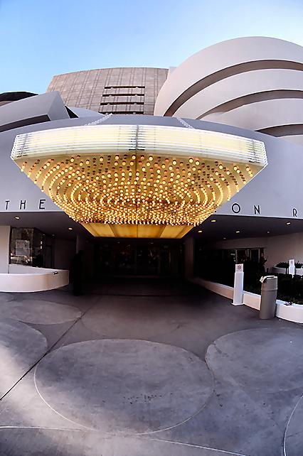 Solomon R Guggenheim Museum New York City Lights Up Its Entrance Guggenheim Museum Frank Lloyd Wright Homes Guggenheim
