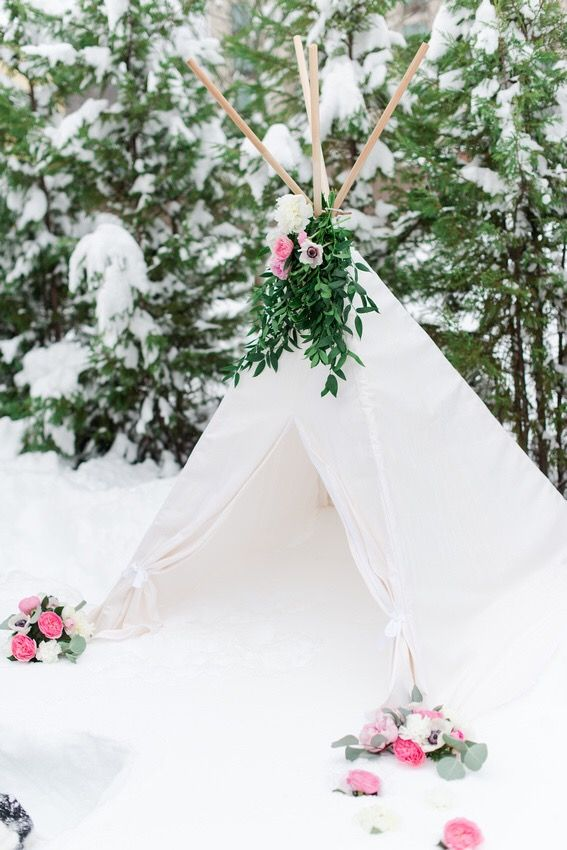 Set up in the snow. Workshops for photographers and creative entrepreneurs.   https://squareup.com/store/ashton-kelley-photography/item/akp-capitol-retreat
