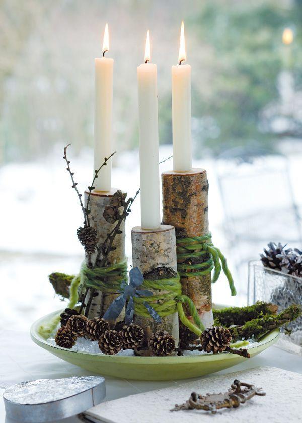 Kerzenhalter aus birkenästen eingeschlagene oben angespitzte nägel halten die kerzen in umgewickelte wollfäden