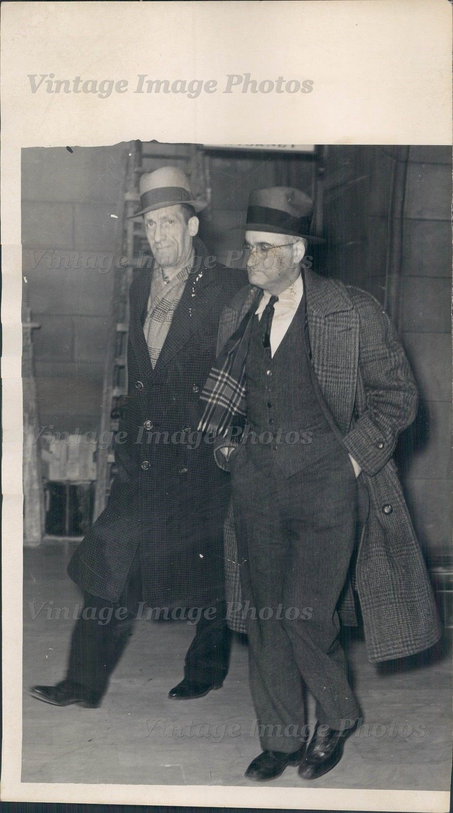 1939 J E Sims Men Business Suit Tie Hats Solemn Expression Building Press Photo