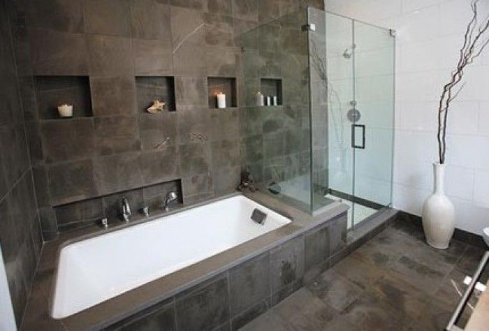 Bad dat doorloopt in de douchecabine Mooie tegels - Badkamer ...