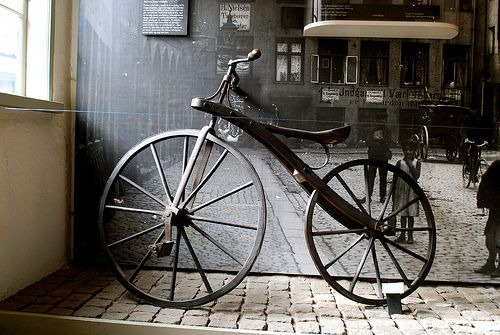 Antique Bicycle Late 1800s Antique Bicycles Bike Repair Bicycle