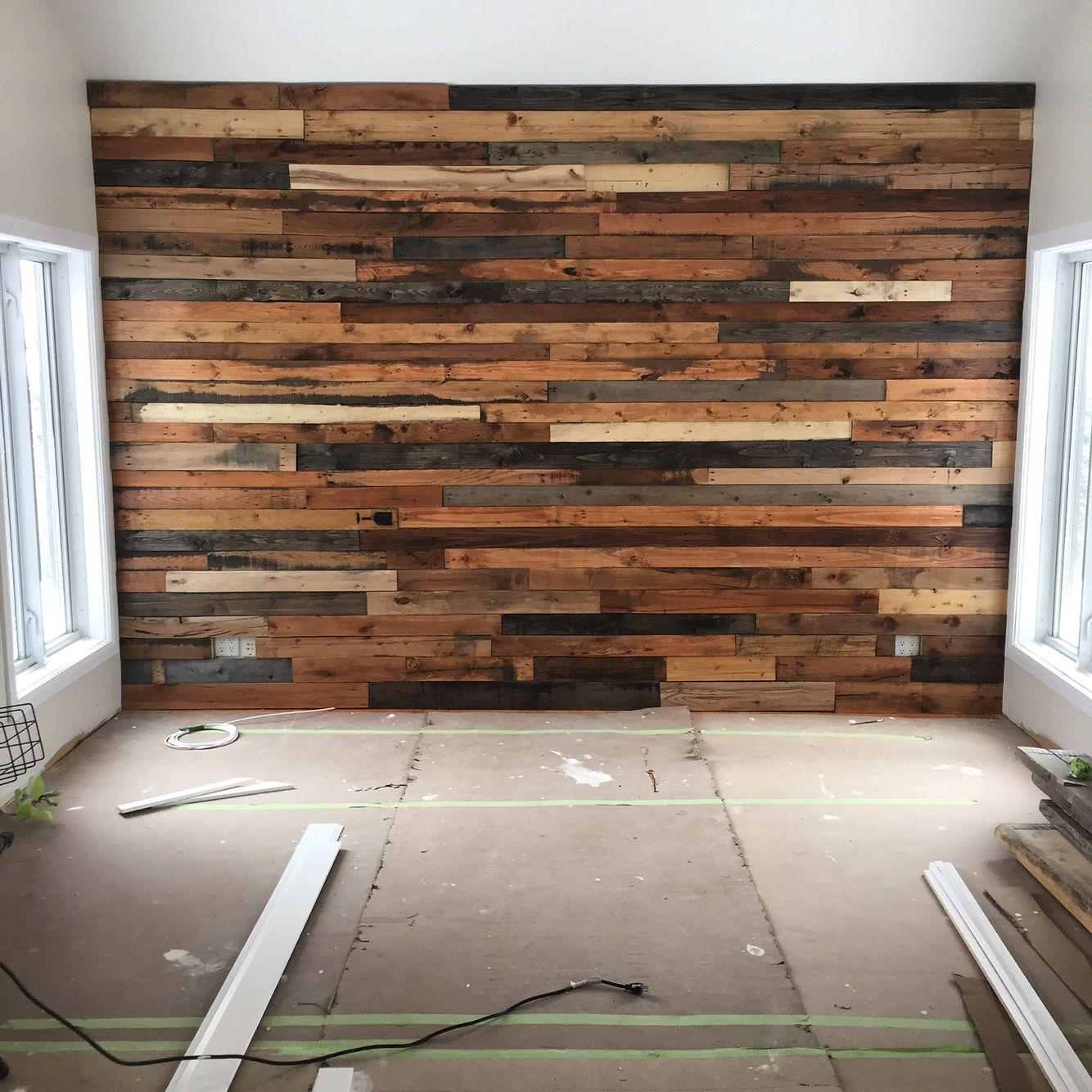 diy mur de planche de palette wood for pizza palazzo. Black Bedroom Furniture Sets. Home Design Ideas