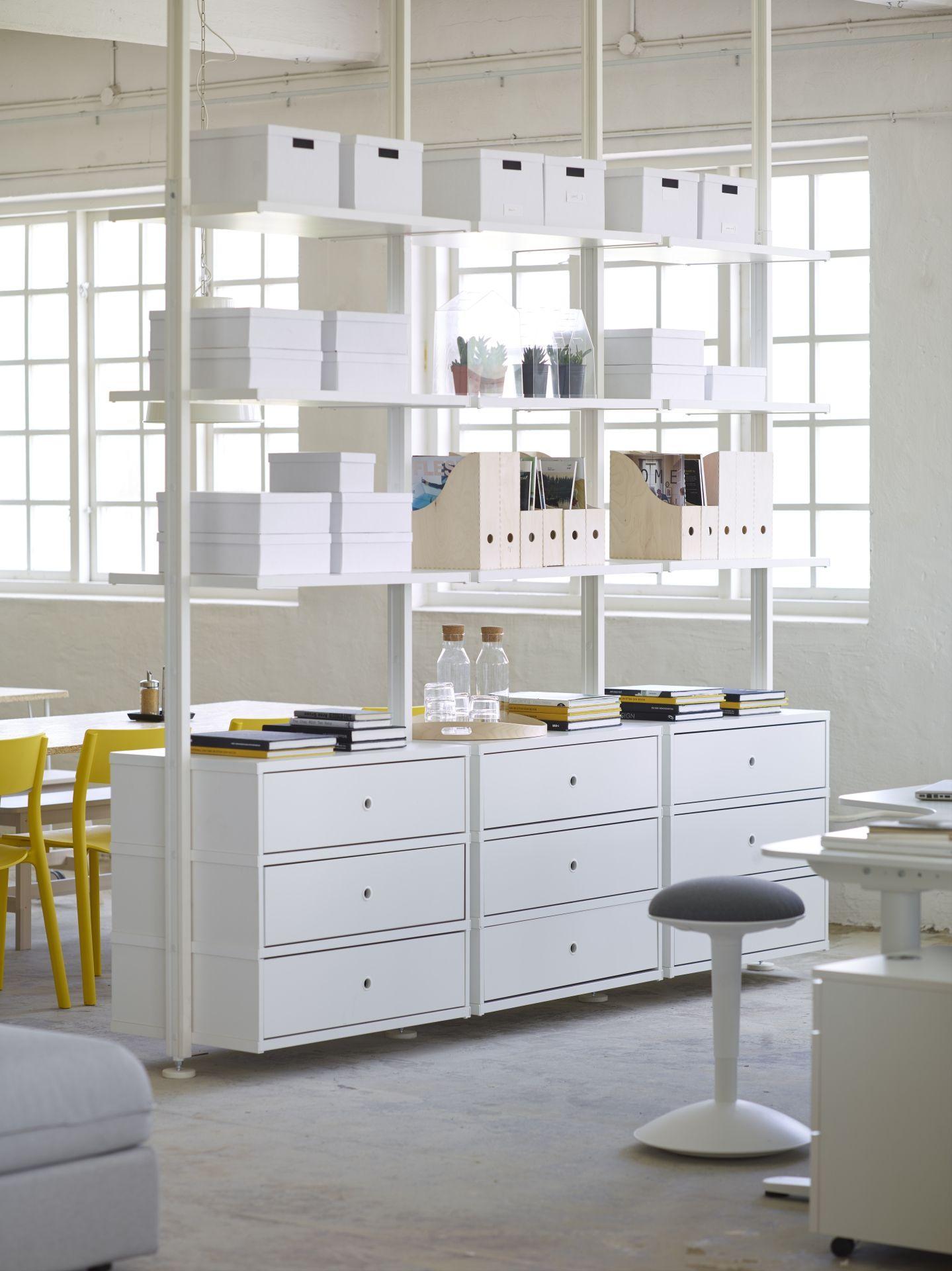 mehr als nur ein regal aufbewahrungskombinationen k nnen im gro raumb ro auch raumtrenner. Black Bedroom Furniture Sets. Home Design Ideas