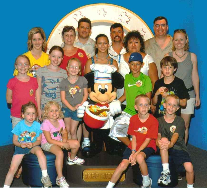 One Big Happy Family Went To Disney Last Summer All The Cousins