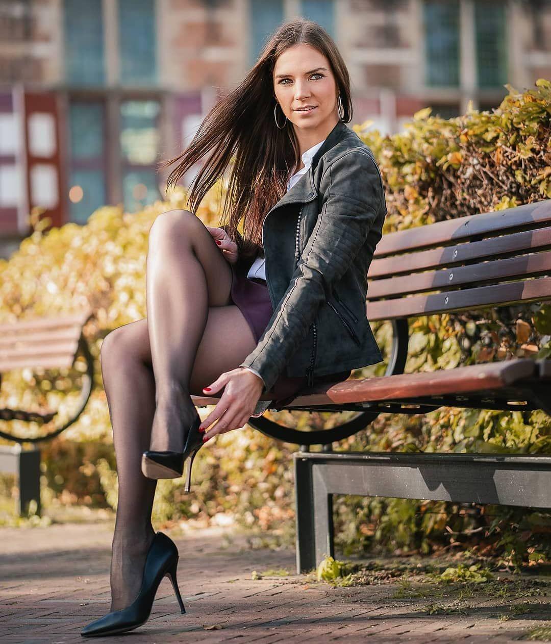 Fashion Leggings | Ripped Knee & More | PrettyLittleThing.com