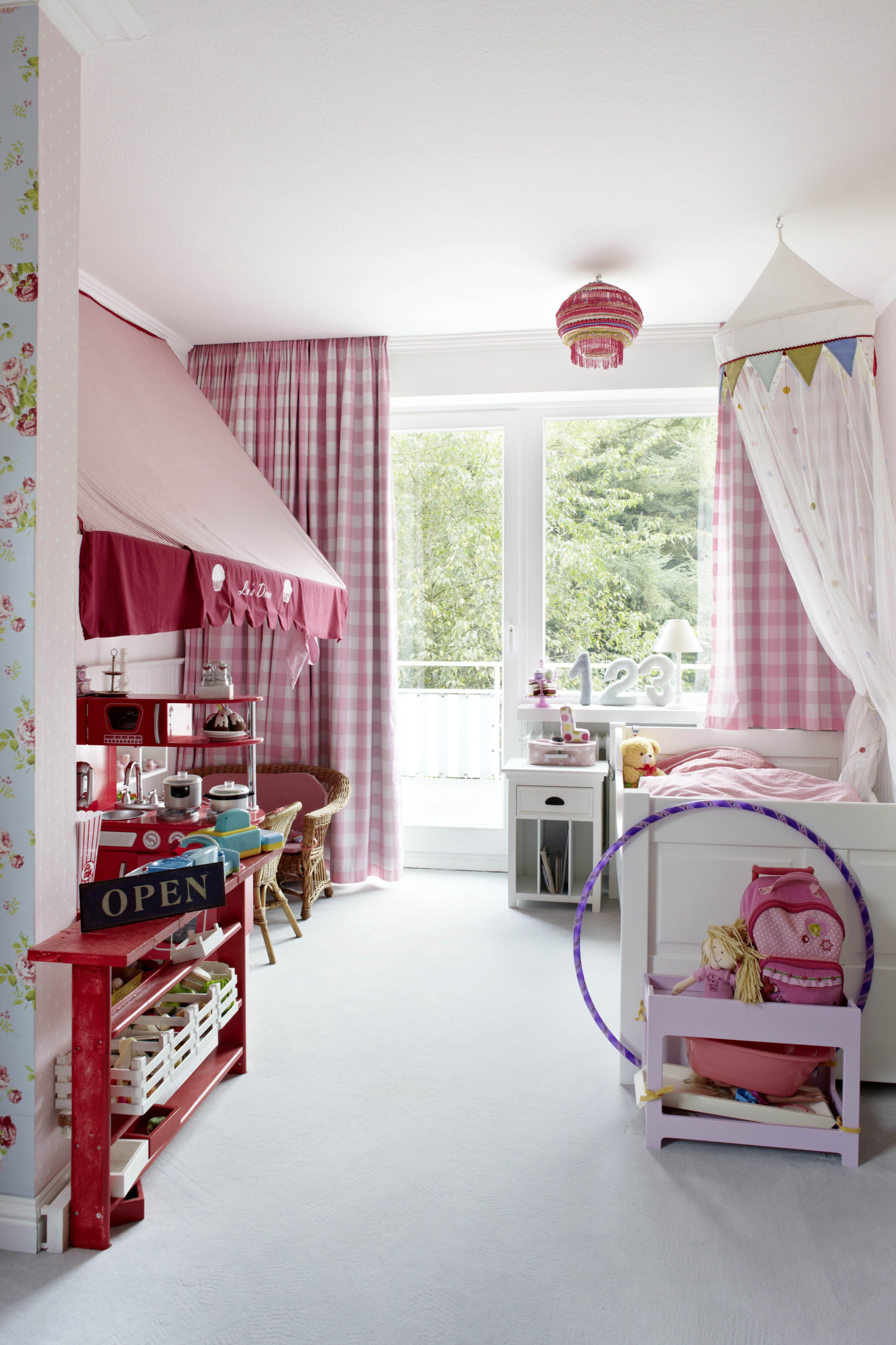 Unser Kleine Mädchen Schlafzimmer. Mit Küche / Dinner ...